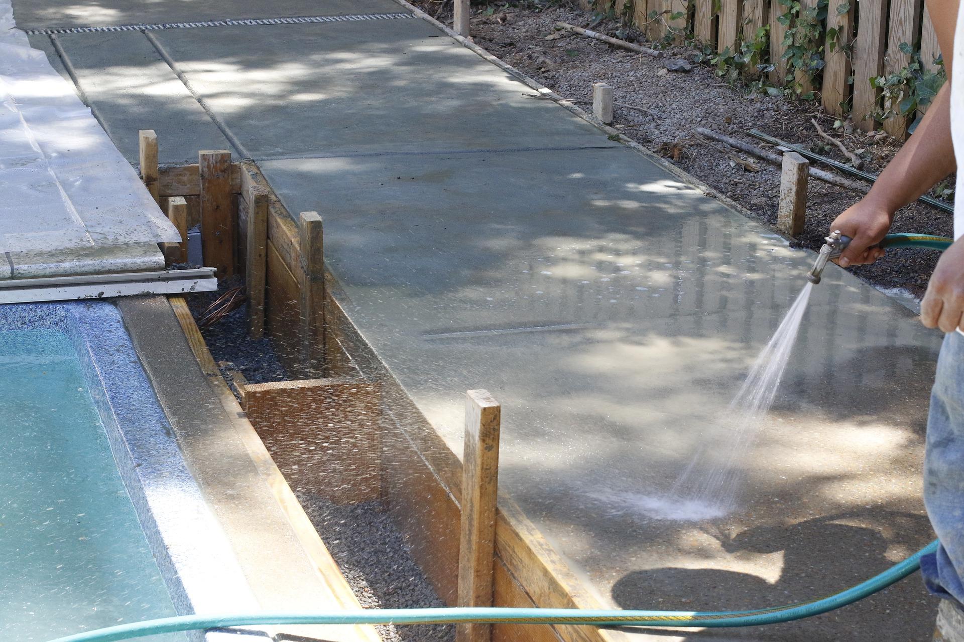 Houston concrete supply lays new concrete for sidewalk